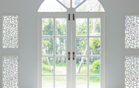 White-Decorative-Entry-Doors_Interior